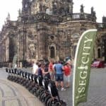 Segway vor der Kathedrale Dresden